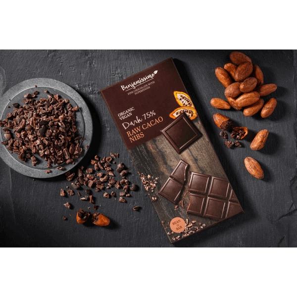 شوكولاته داكنة عضوية مع قطع الكاكو الخام بينجاميسمو